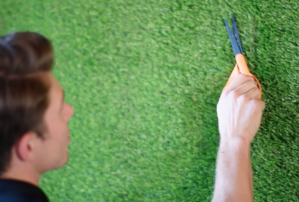diy-green-living-wall-astroturf-wall-robeson-design-12